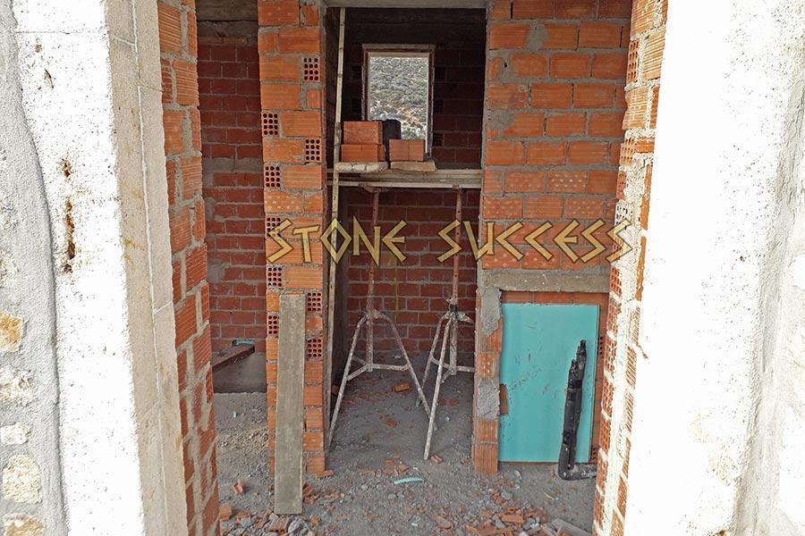 Строим кирпичные стены внутри дома