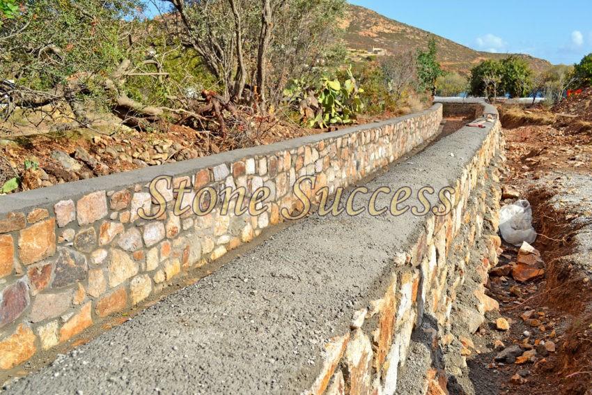 каменное русло для стока воды