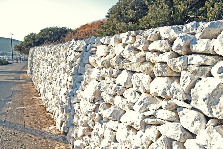 природный необработанный камень