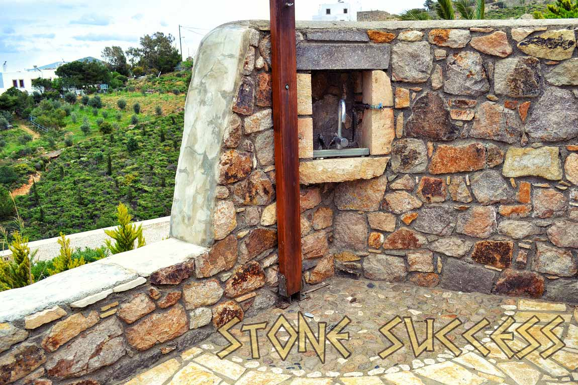 угол каменный