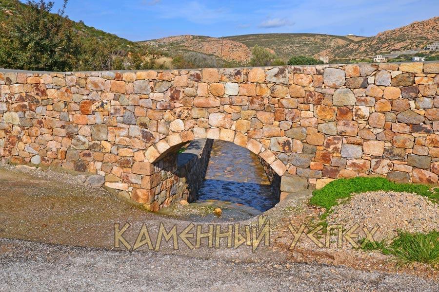 арка над рекой