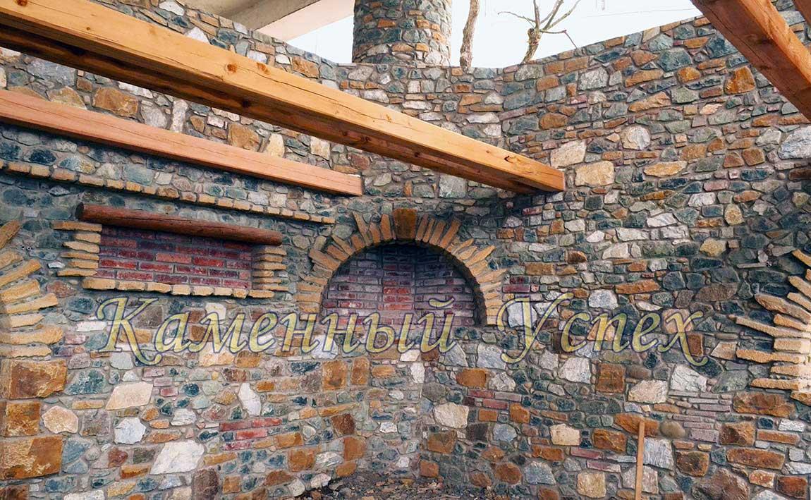 интерьер дома из камня камин