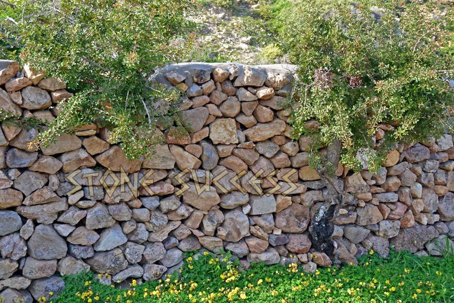 стильный забор из камня