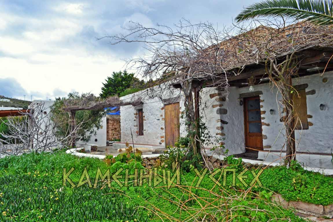 каменный дом остров Патмос Греция