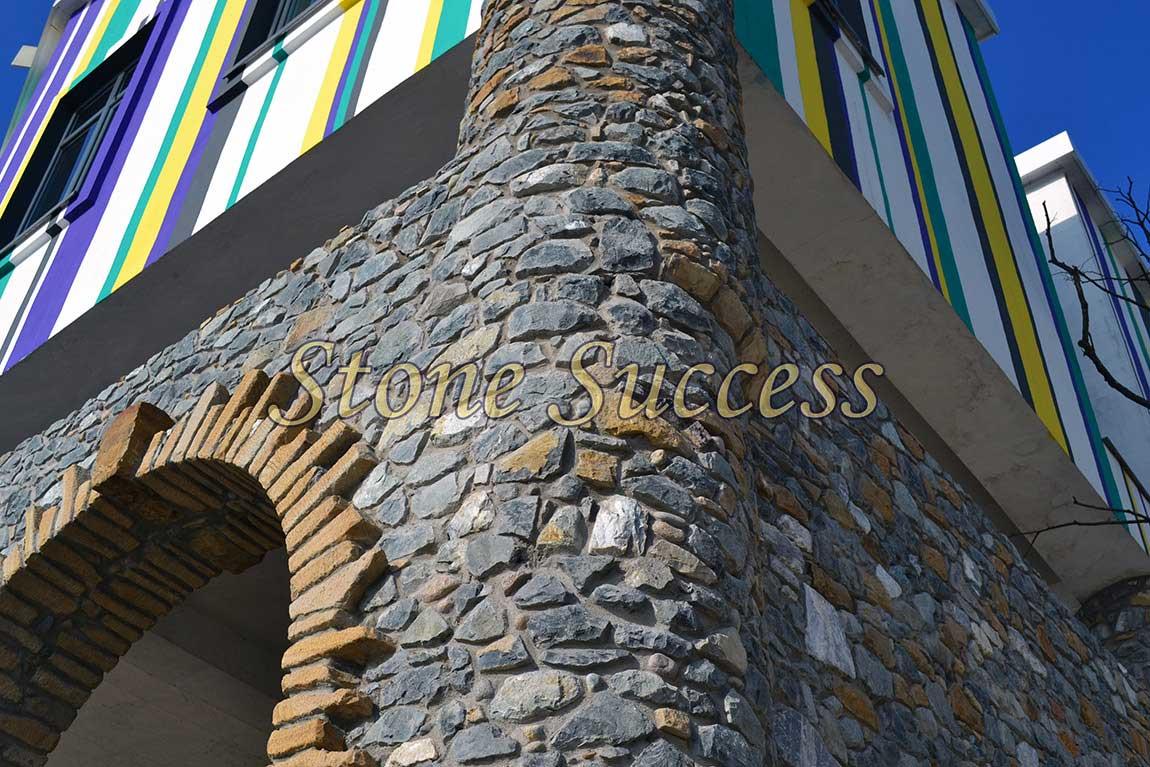 каменная колонна гранит