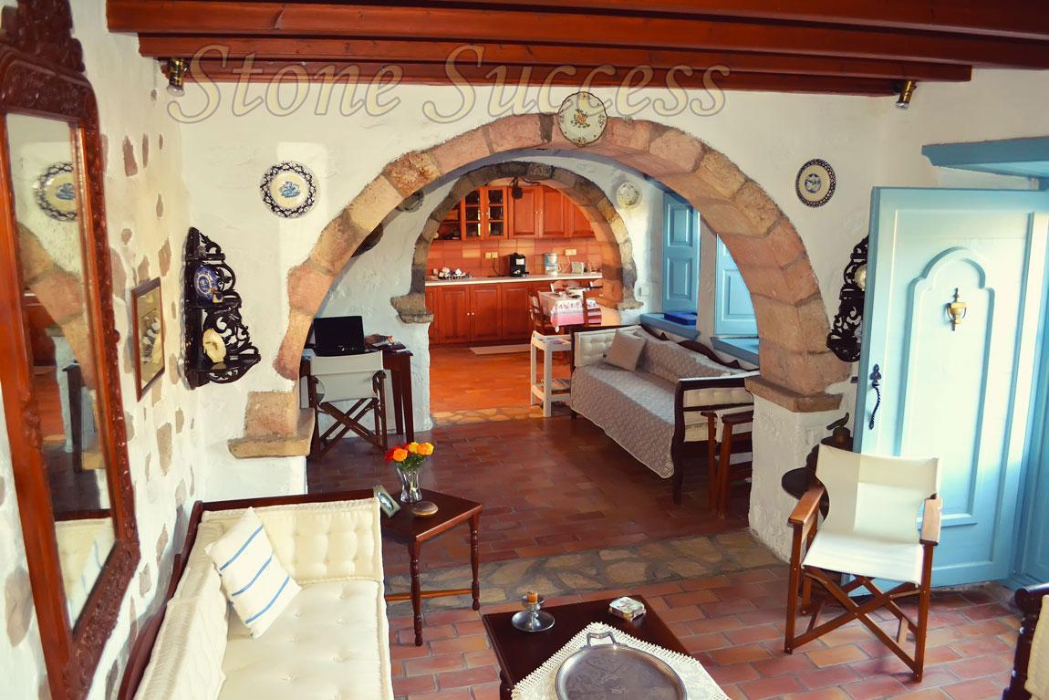 арка в каменном доме