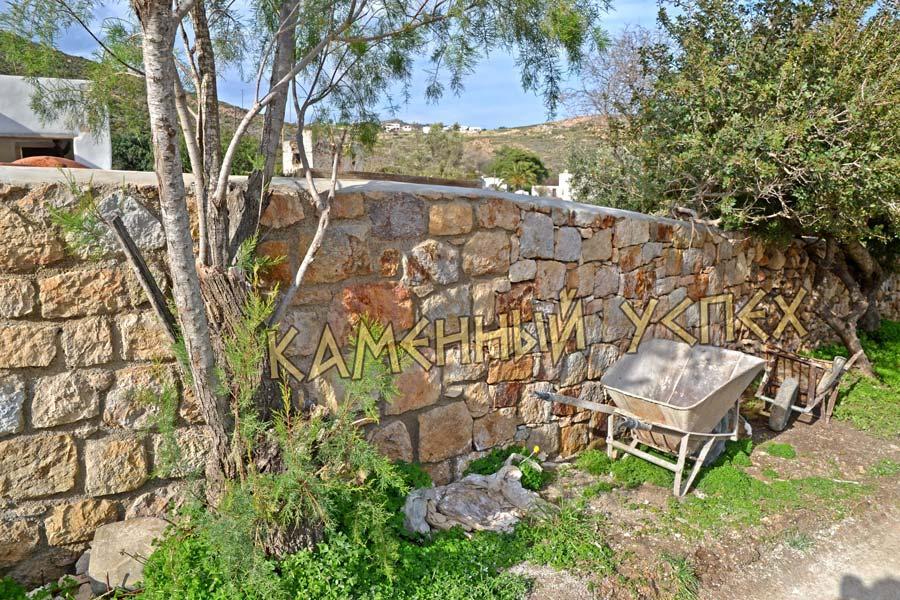 забор из камня разной кладкой