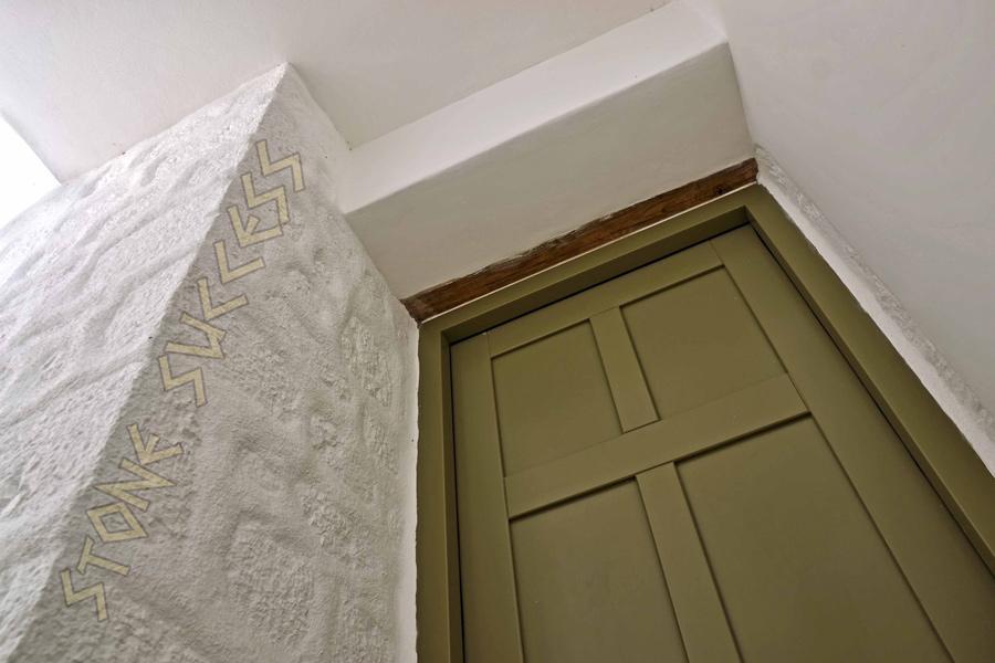 оливковая дверь