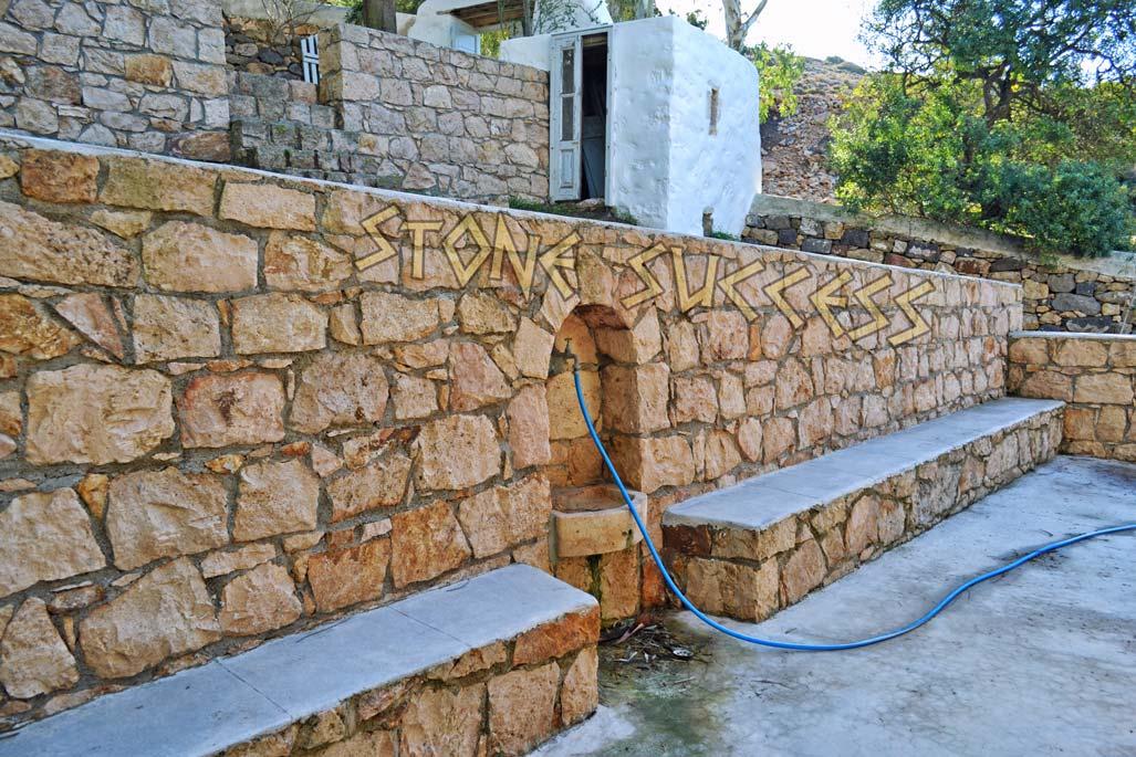 каменная раковина подпорная стена