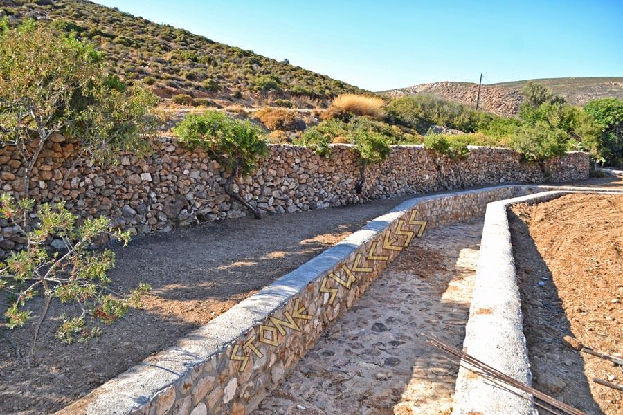 участок речка из камня