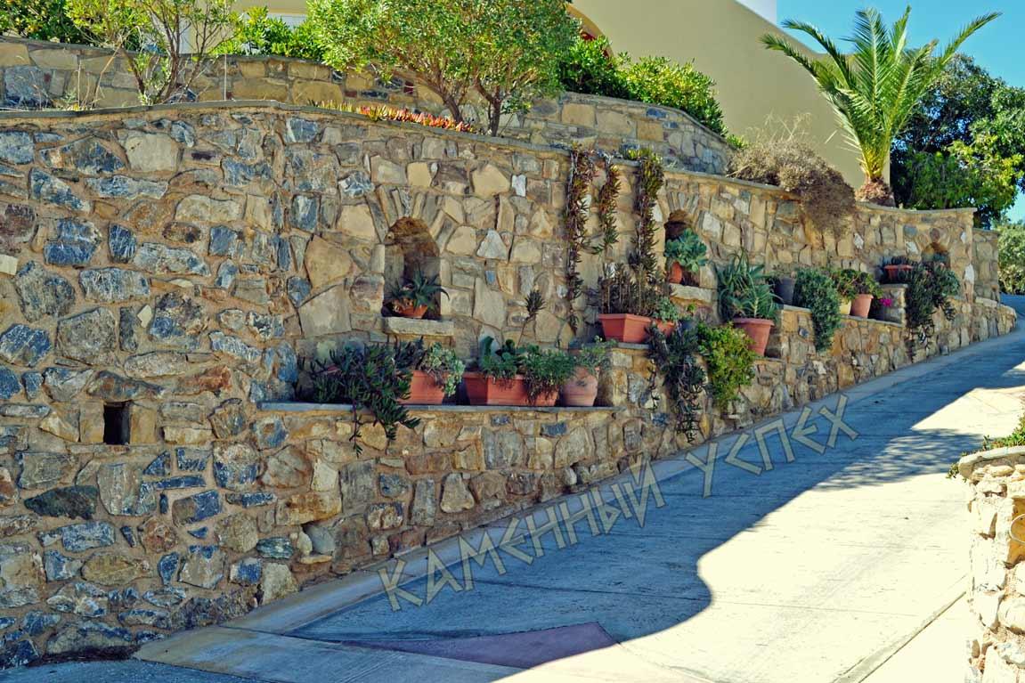 подвесная клумба стена камни
