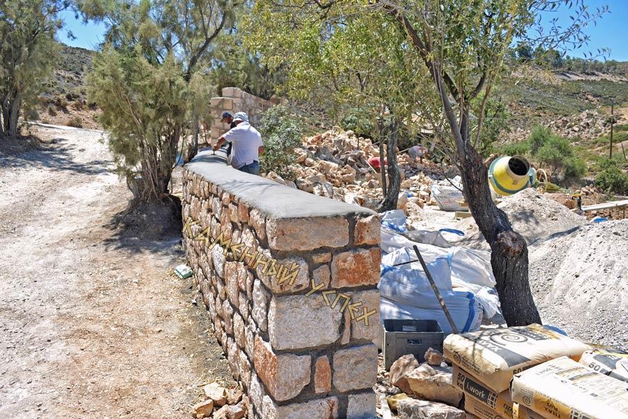 стройка забора из натурального камня
