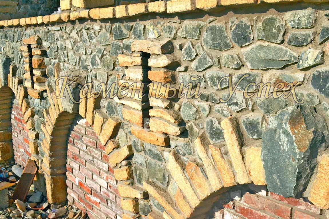 строим дом из бутового камня гранит песчаник