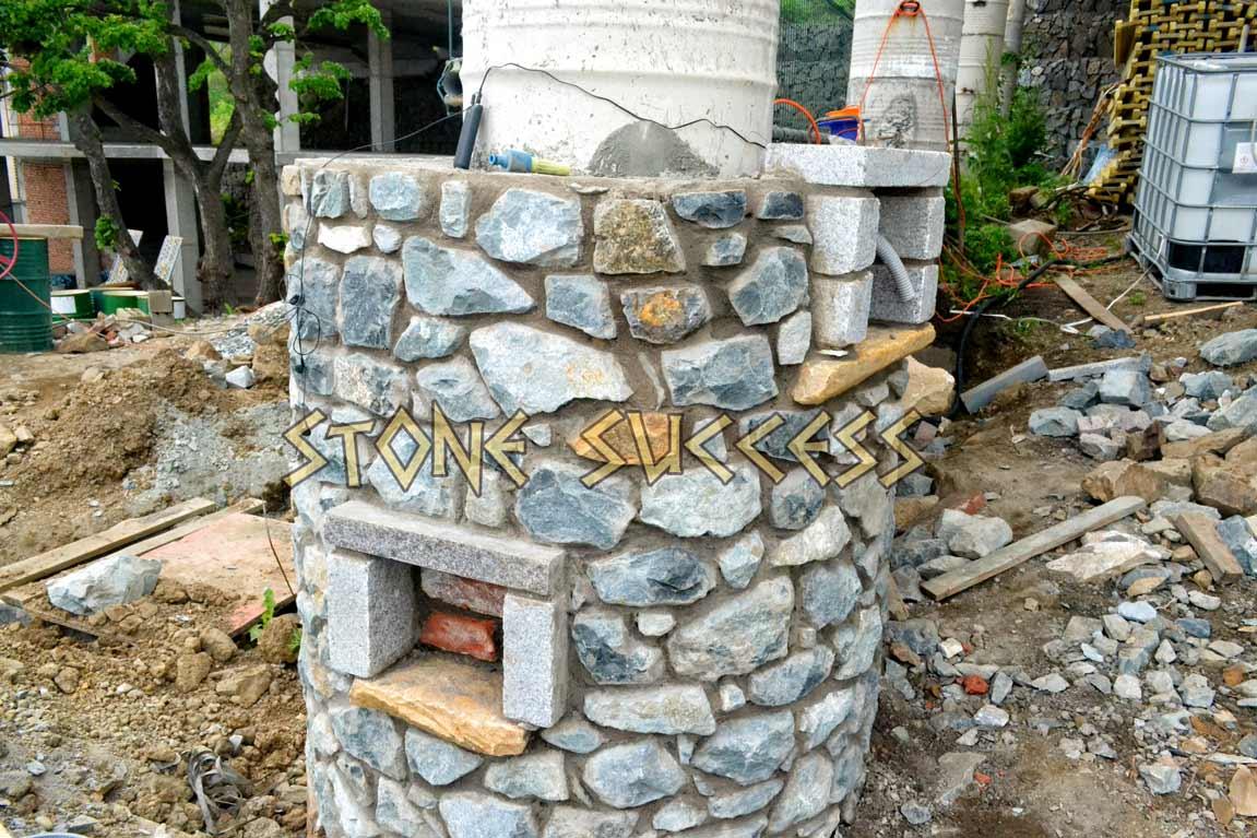 кладка колонны из гранита