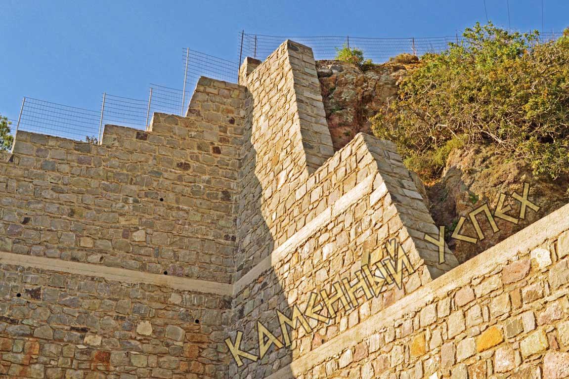 стена каменная Патмос