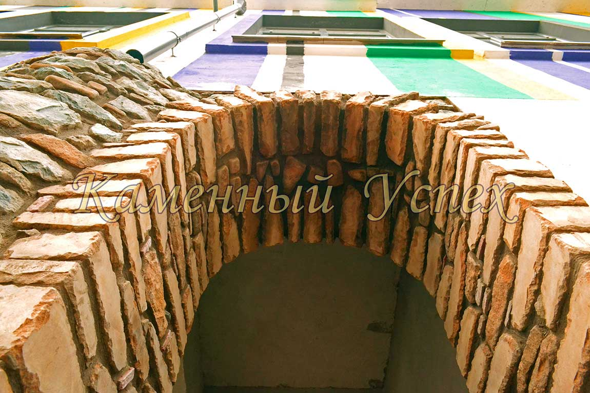 строим арку из песчаника