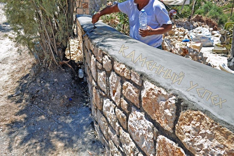 строительство забора из камня и бетона