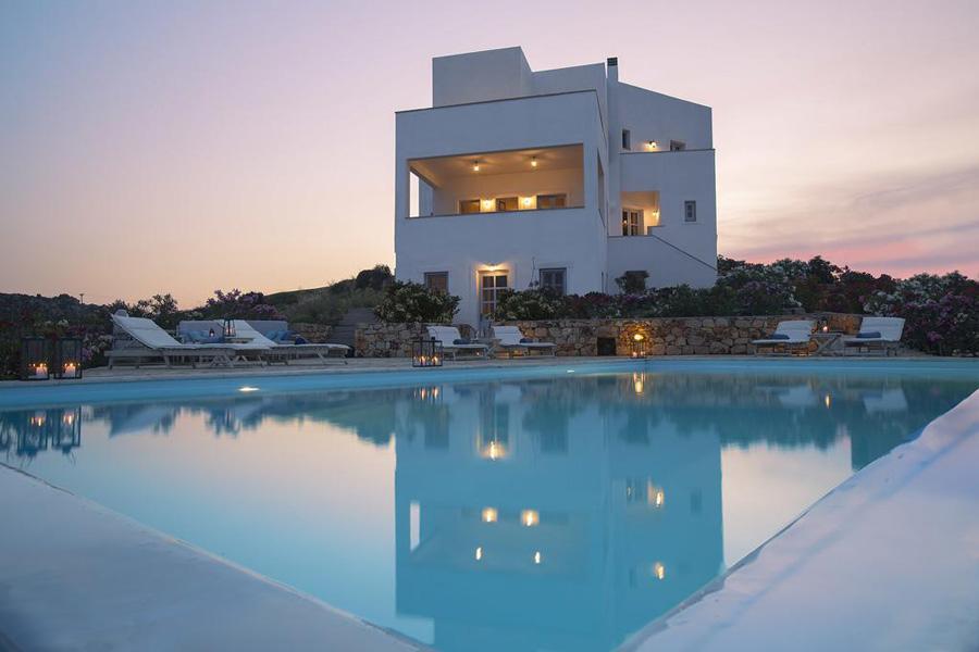 бассейн у виллы Патмос Греция