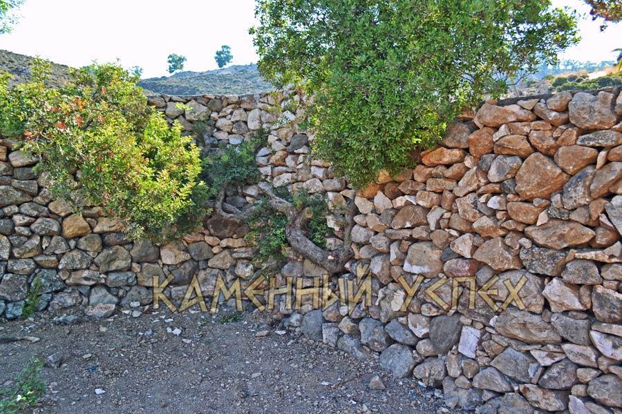 натуральный камень забор сухая кладка