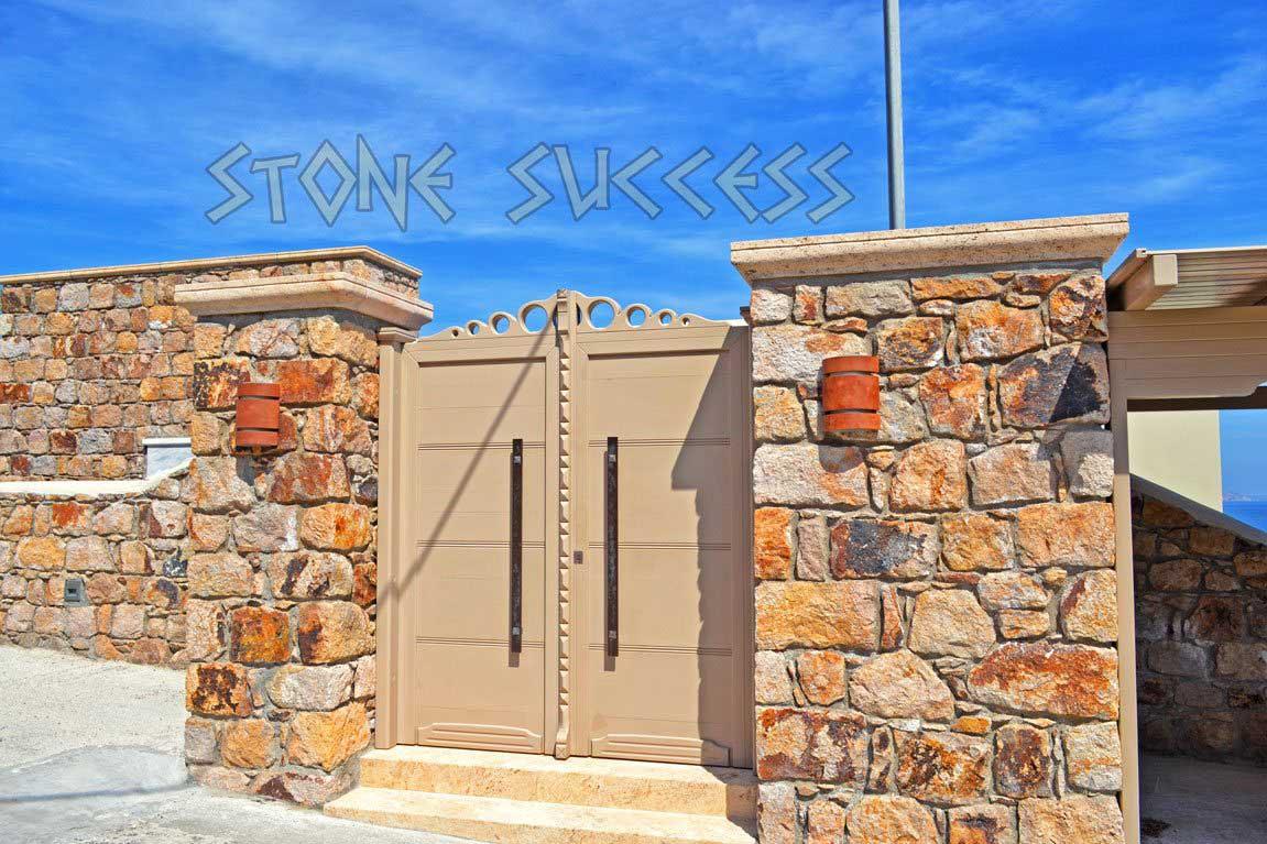 ворота в каменном заборе