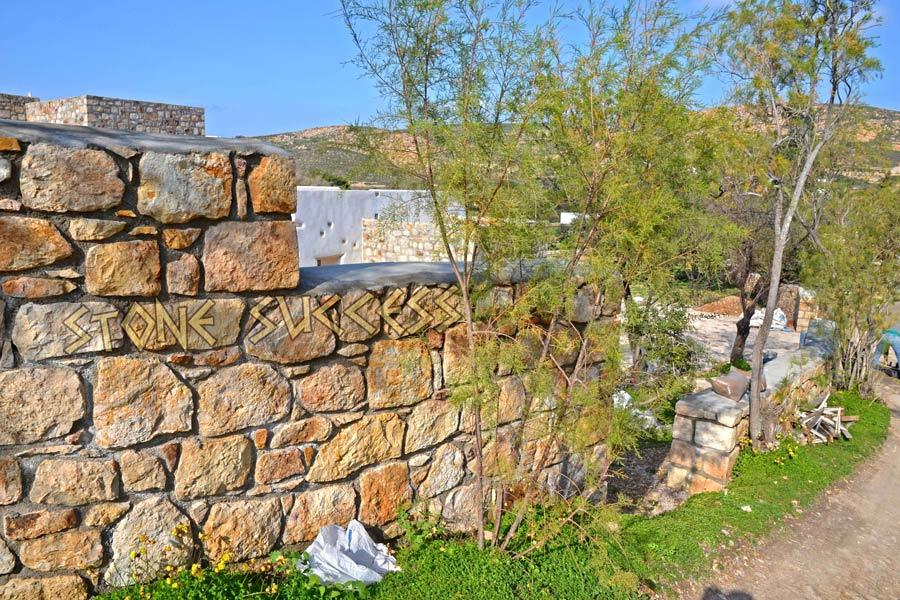каскадный каменный забор